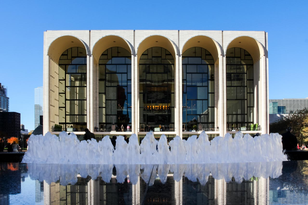 Metropolitan Opera House exterior with fountain in the foreground