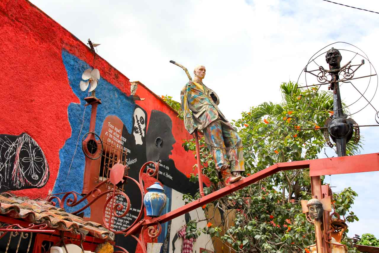Murals and sculptures made old household items