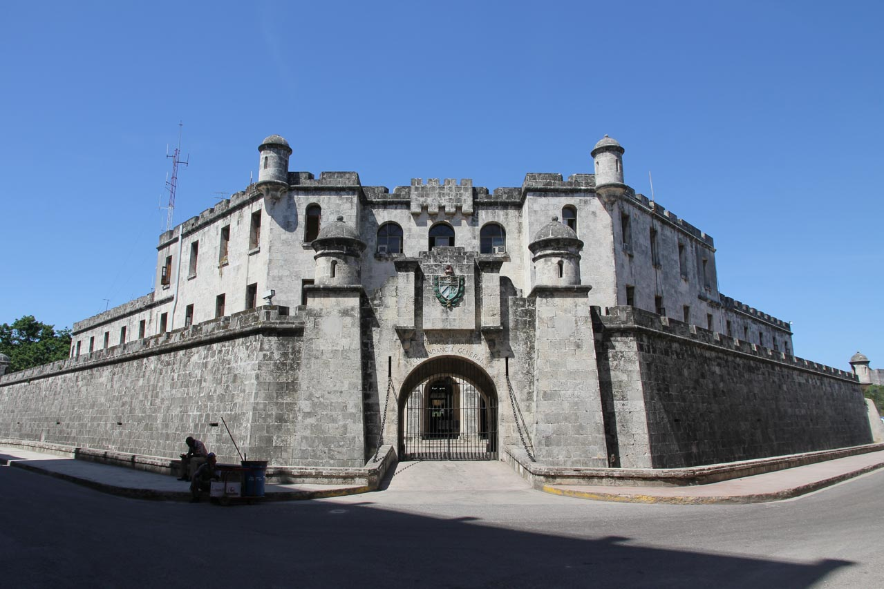 The gated front entrance of Castillo de la Real Fuerza, with arch opening