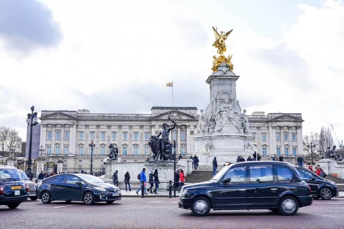 Buckingham Palace with London Black Taxi in foreground
